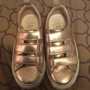 Shiny Gap Sneakers